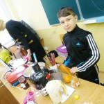 Dominik podczas zawodów przedsiębiorczości zorganizowanych z okazji dnia dziecka